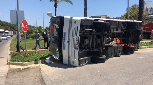 Tur midibüsü ile şehiriçi toplu taşıma midibüsü çarpıştı !