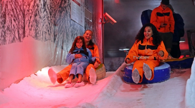 Antalya'da eksi 1 derecede kar keyfi !