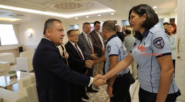 Başkan Böcek personeliyle bayramlaştı
