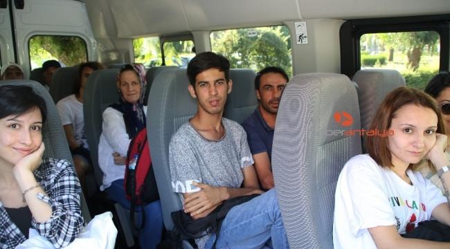 Büyükşehir Belediyesi üniversite öğrencilerini karşılıyor, rehberlik yapıyor