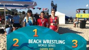 Dünya Plaj Güreşi Dünya Şampiyonu Zeynep'e memleketinde davul zurnalı karşılama