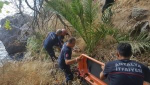 Falezlerden düşen kadını itfaiye ekipleri kurtardı