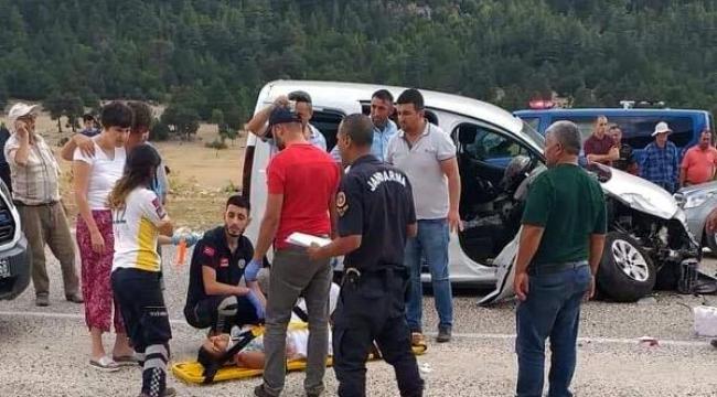 İki araç çarpıştı: 6 yaralı