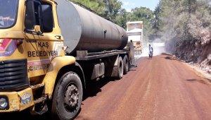 Kaş Belediyesi mahalle yollarını asfaltlıyor
