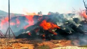 Korkuteli'nde samanlıkta çıkan yangında 750 balya saman yandı.