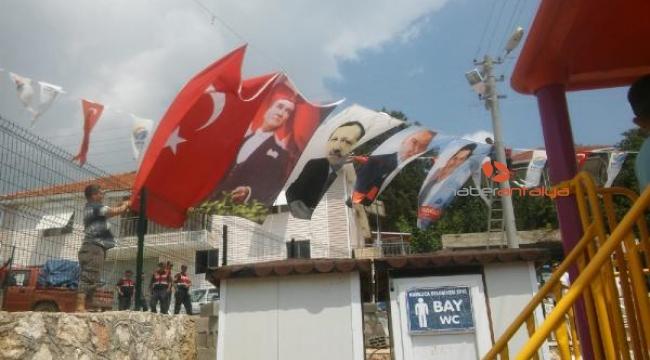 Şenlikte Cumhurbaşkanı Erdoğan'ın posterinin indirilmesine tepki
