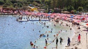 Turizm merkezi Kaş'ın nüfusu bayramda ikiye katlandı