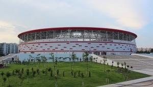 Antalya Stadyumu adeta dökülüyor ..