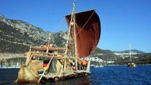 Antik dönemin izlerini taşıyan 'Abora-IV' Kaş'a demir attı