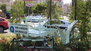 Faaliyetine son verilen faytonlar, Antalya'yı süslüyor