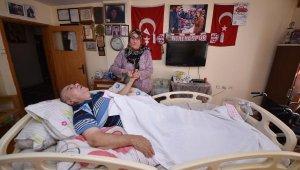 Gülsüm hanıma üst üste darbe : Oğlu Umut'tan sonra felçli eski eşinin de bakımını üstlendi