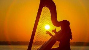 Gün doğumunda doğaya konser