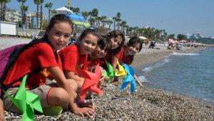 İklim krizine dikkat çekmek için sahile rüzgar gülü bıraktılar