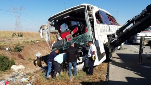 İstanbul- Antalya seferini yapan yolcu otobüsü devrildi