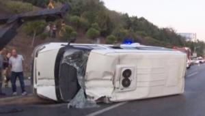Servis minibüsü devrildi: 16 yaralı