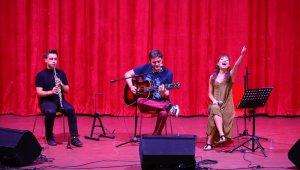 Tuna Kiremitçi'den Manavgat'ta müzik dinletisi