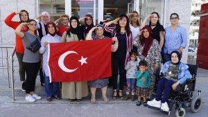 AK PartiFinike Kadın Kollarından Mehmetçik Vakfı'na bağış