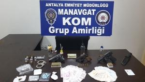 Antalya'da silah ve uyuşturucu operasyonu