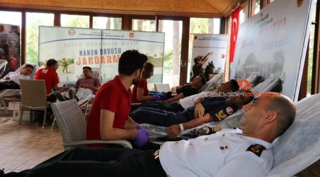 Antalya Jandarma'dan Kızılay'a 396 ünite kan bağışı