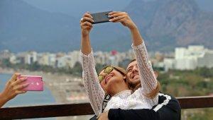 Dünyaca ünlü sahil boşaldı, manzarayı gören turistler özçekim yarışına girdi
