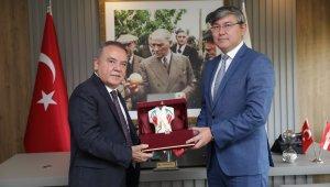 Kazak Büyükelçi Başkan Böcek'i ziyaret etti
