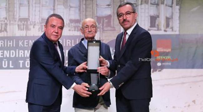 Başkan Böcek 'Büyük Ödül'ü aldı