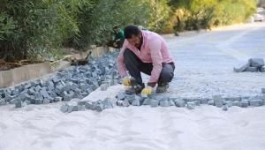 Kaş'ta antik tiyatro yoluna doğal taş döşeniyor