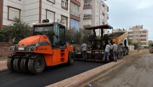 Kızıltoprak'ta asfalt çalışması