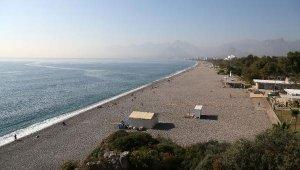 Konyaaltı Sahili, 10 ayda 10 bin metrekare yok oldu