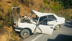 Otomobil kayalıklara çarptı: 1 yaralı