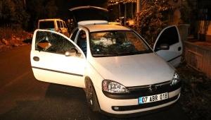 Otomobilin camını tüfekle kırıp, cep telefonunu gasbettiler