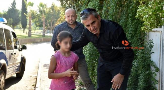 Parkta dövülen küçük kızı polis teselli etti