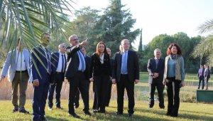 Vali Karaloğlu Akdeniz Üniversitesi Botanik Bahçesi'ni gezdi