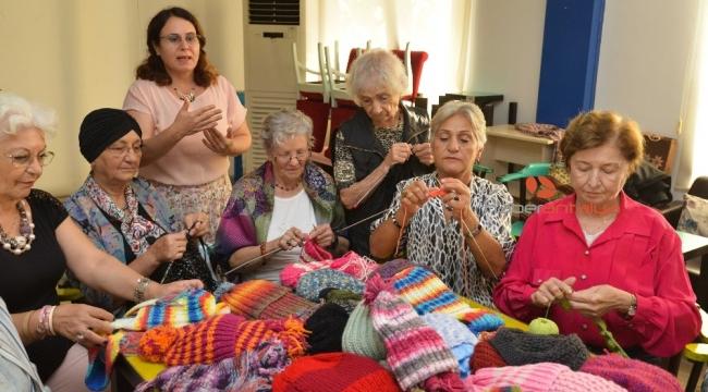 Yaşlılar örüyor Antalya'nın köy okulundaki minikler ısınıyor