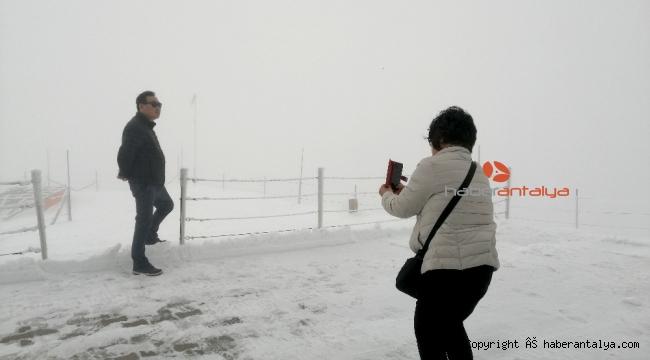 Antalya Kemer Tahtalı'da kar keyfi
