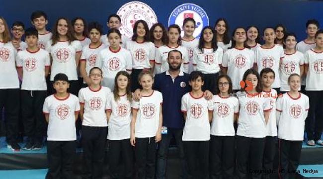 Antalyaspor, yüzmede 10 Türkiye şampiyonluğu kazandı