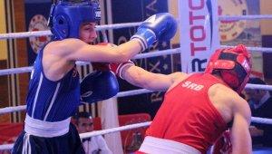Balkan Büyükler Boks Şampiyonası'nda Heyecan Sürüyor