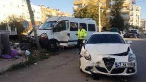 Engelli öğrencileri taşıyan minibüs kaza yaptı: 4 yaralı