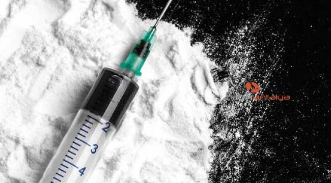 İranlı yolcuların valizinden 3 kilo eroin çıktı