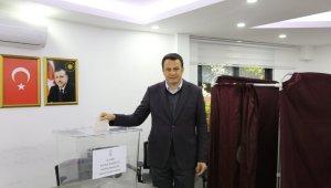 Kaş'ta AK Parti delege seçimleri yapıldı