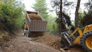 Kaş'ta kırsal mahallelerde yol çalışmaları
