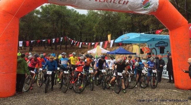 Kepez'de pedallar yarışıyor