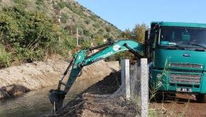 Kumluca'da sulama kanalları temizleniyor