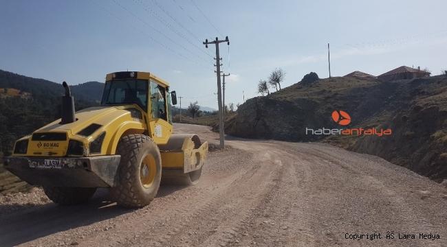 Kumluca'da Üçoluk-Kuzca grup yoluna bakım