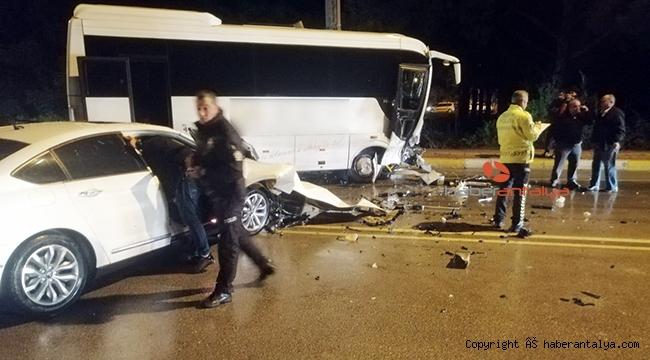 Otel personel servis aracı otomobille çarpıştı: 1 yaralı
