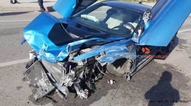 Ukraynalı turist milyonluk araçla kaza yaptı