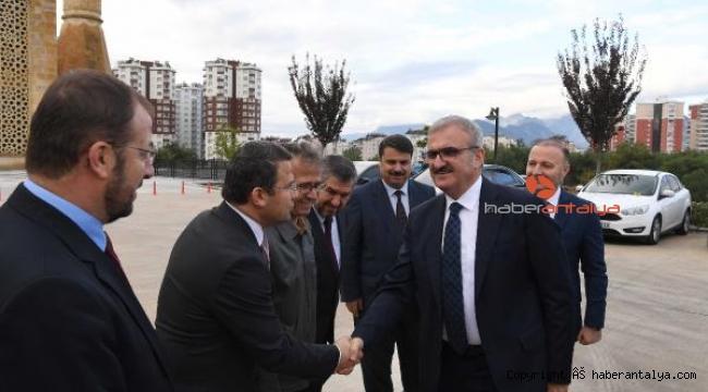 Vali Karaloğlu, Şehzade Korkut Sempozyumu'na katıldı