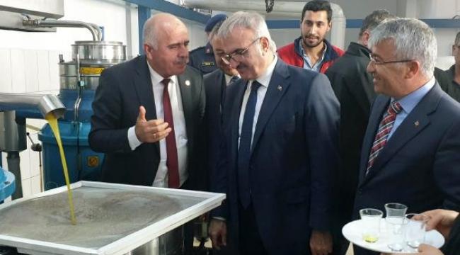 Vali Karaloğlu zeytinyağı fabrikasını ziyaret etti