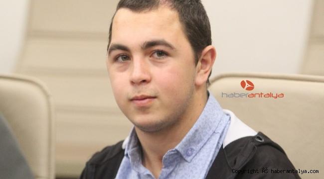 20 yaşındaki genç beyin piliyle titremelerinden kurtuldu