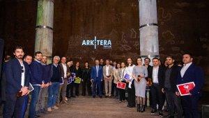 Başkan Uysal seçkin mimarlık ödülüyle döndü
